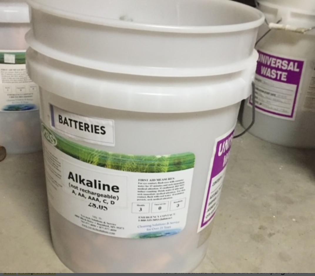 batteries alkaline in plastic bucket